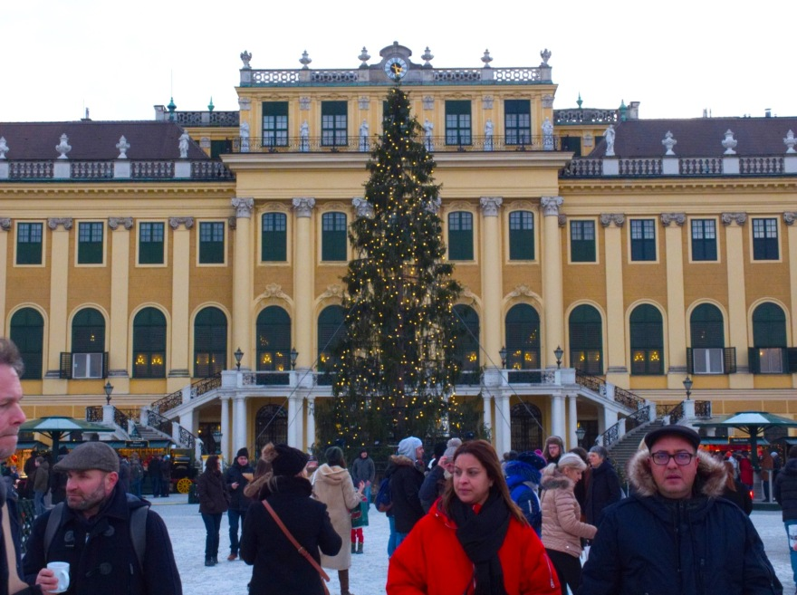 Christmas tree and visitors in front of the Schoenbrunn Palace in Vienna