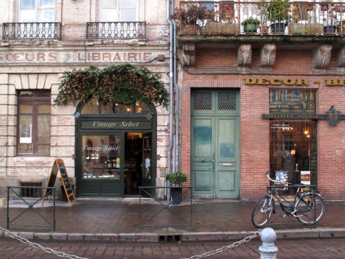Place Saint-Etienne, Toulouse by Via Estela